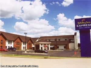 Holiday Inn Express Hotel & Suites-Watertown