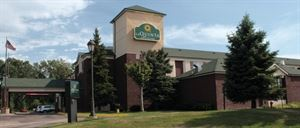 La Quinta Inn and Suites Brooklyn Park